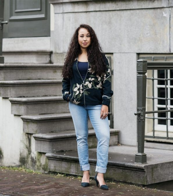 Outfitpost || blauw bomberjack en Mud Jeans