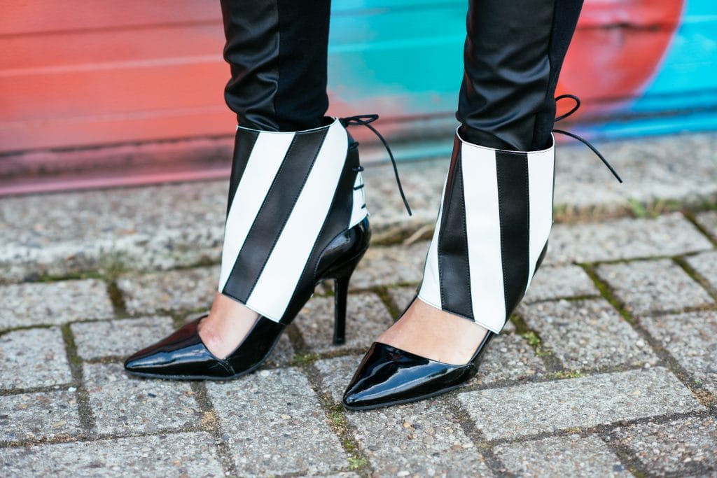 In dit artikel vind je een fair fashion outfit bestaande uit een handgemaakte blazer en schoenaccessoires van molinis