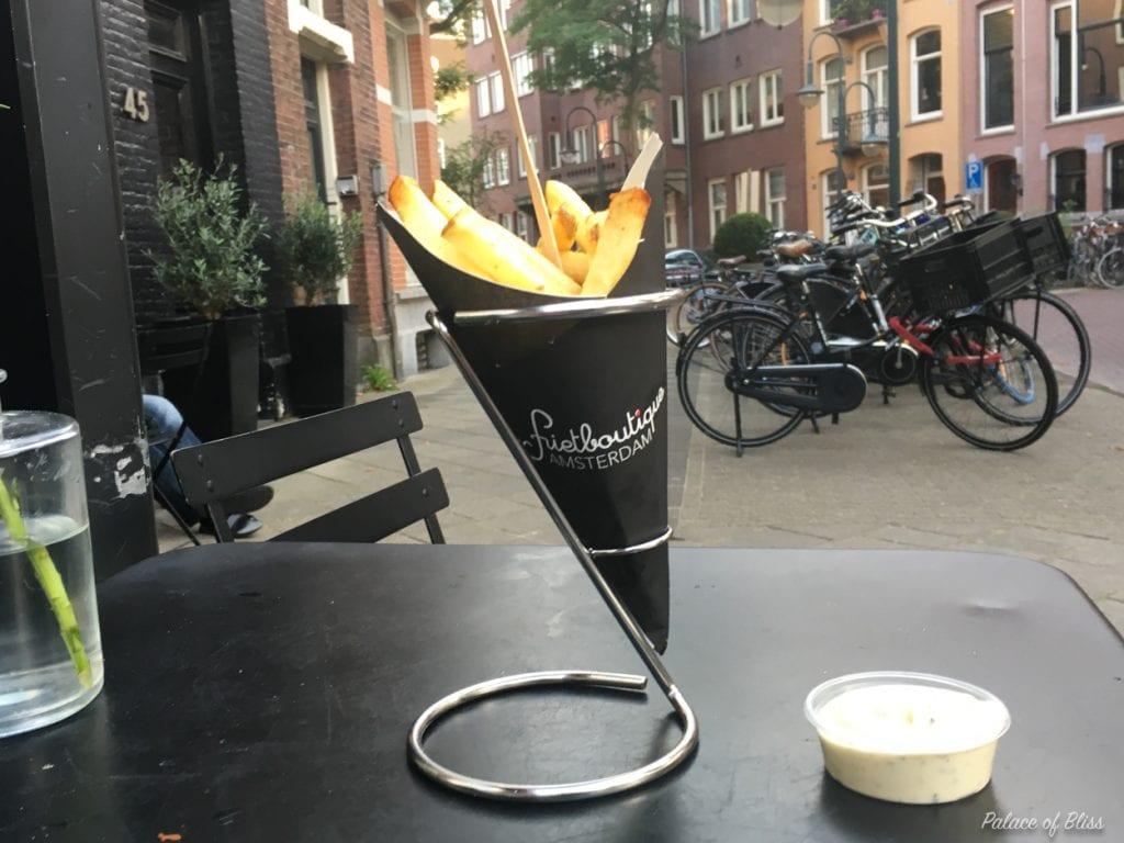 In dit artikel deel ik mijn zoektocht naar de beste friet van amsterdam Donnies Amsterdam Vlaams friethuis amsterdam fritboutique amsterdam de frietfabriek amstelveen