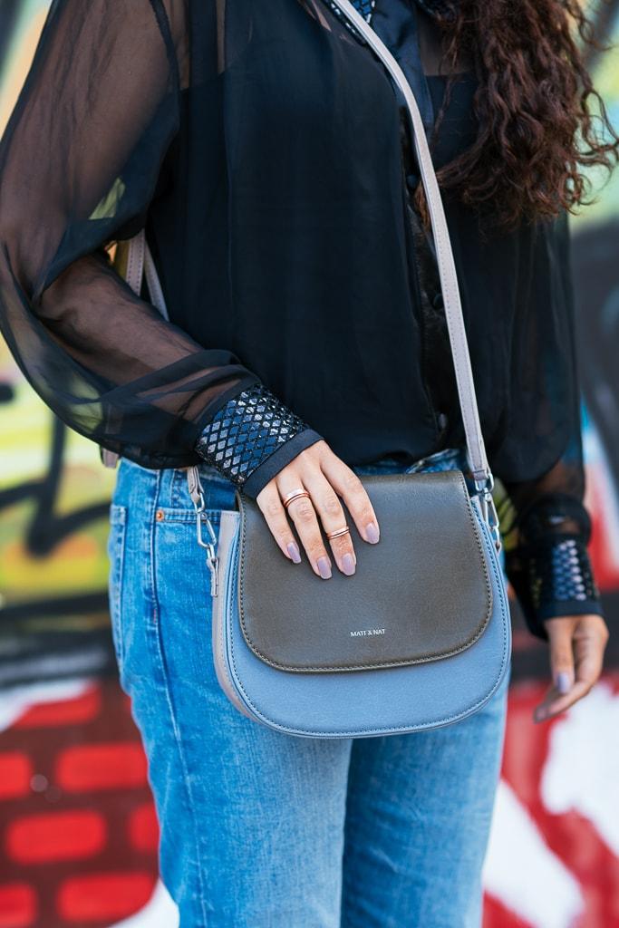 In dit artikel toon ik een fair fashion look samen gesteld uit een tweedehands blouse van een vintage kilo sale en levi jeans