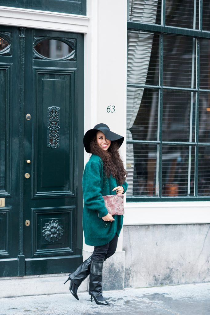 Fair outfit - Vintage vest Lena The Fashion Library, Mind Your Bag clutch, Bootiez schoenaccessoire en stijlvolle hoed.